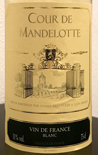 Cour de Mandelotte Blanc クール・ドゥ・マンデロット ブラン ボトル ¥1,800(税抜) / テーブルグラス ¥400(税抜)